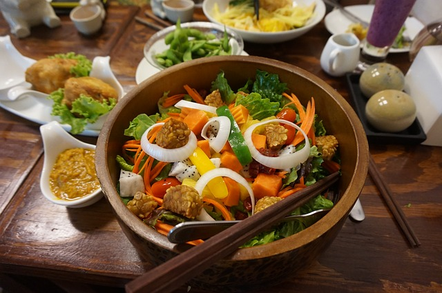 salát s tempehem