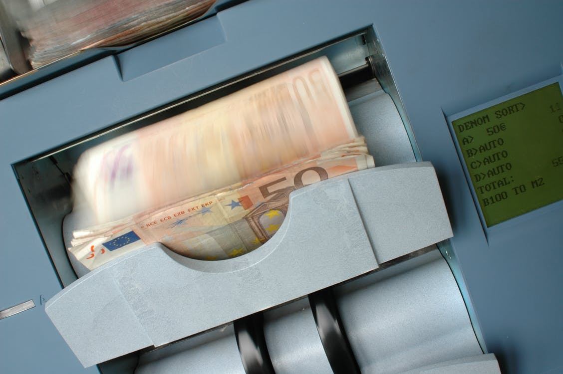 peníze automat